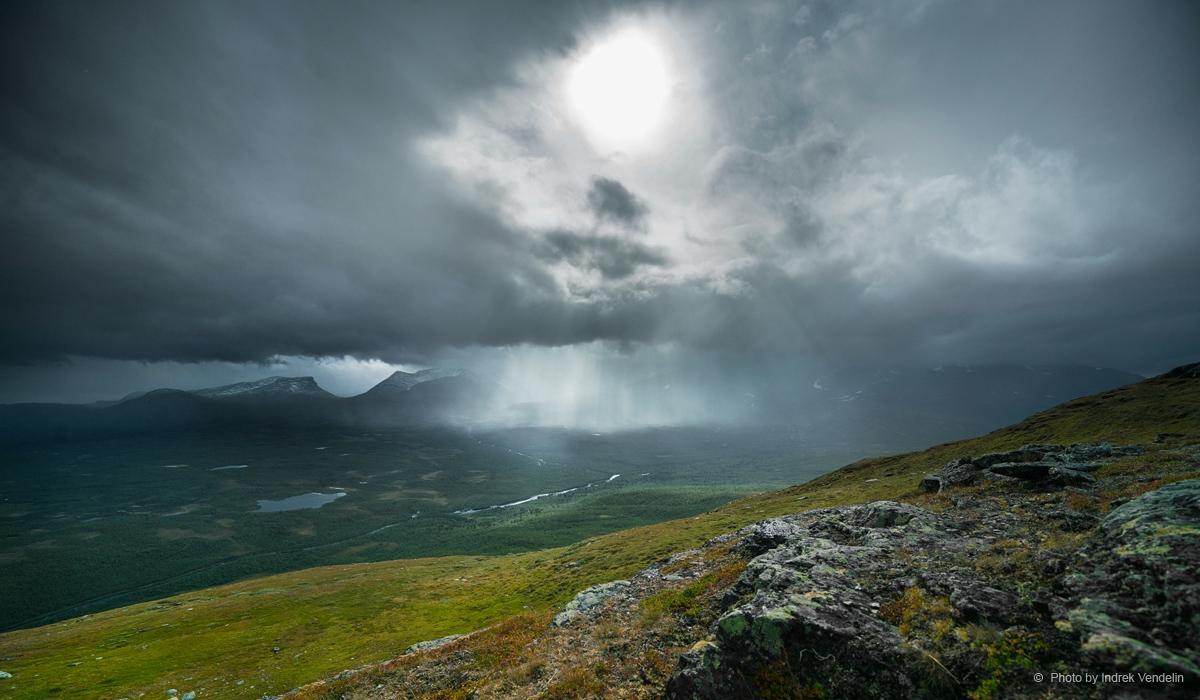 Valguskaabel taevabossiga